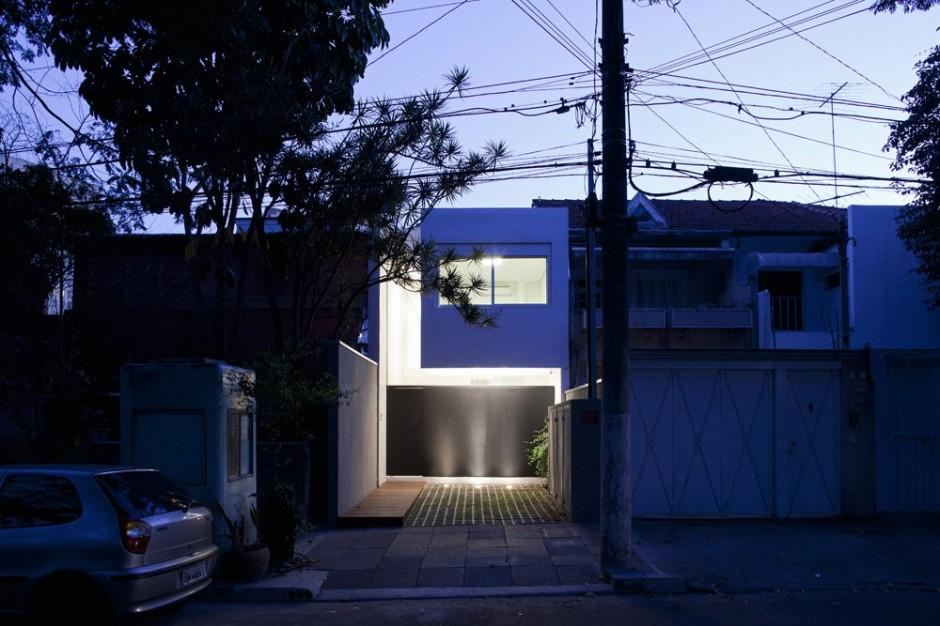 Casa de color azul con jard n en brasil - Casas de color azul ...