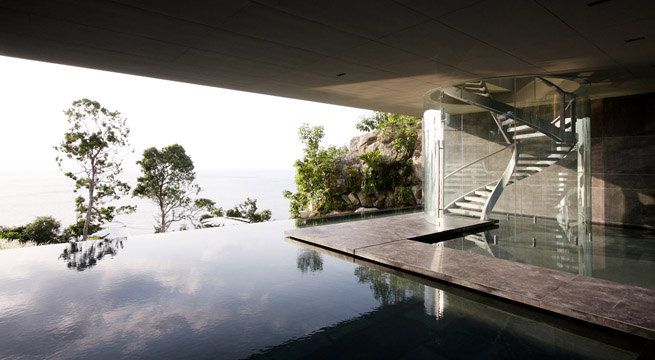 Casa de lujo con piscina desbordante for Casas de lujo con jardin y piscina