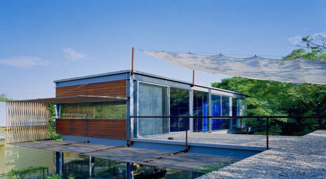 Villa alrededor de un jardin acuatico for Villas de jardin port glaud