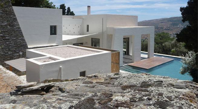 casa moderna y cl sica en una isla griega
