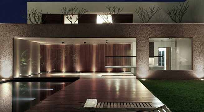 Casa minimalista en brasil for Casa de lujo minimalista y espectacular con piscina por a cero