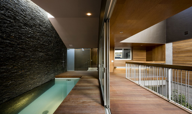 Residencia con piscina interior en tenerife for Piscina interior