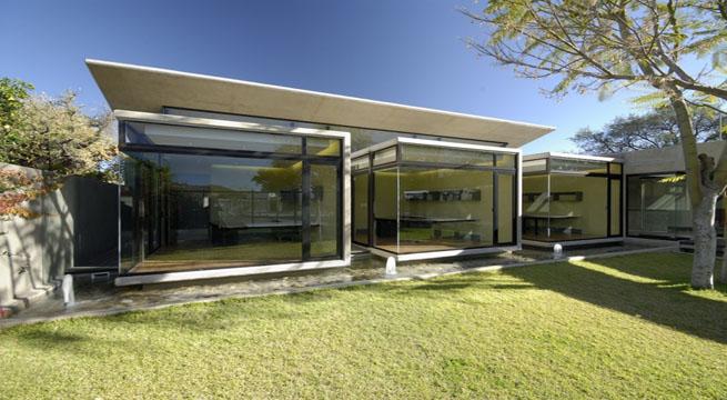 Modernas oficinas de b hrmann partners en namibia for Fachadas de oficinas modernas fotos