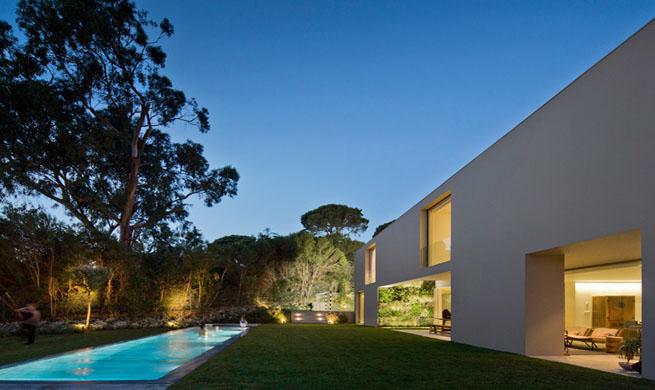 Casa de lujo minimalista en portugal for Casa quinta minimalista