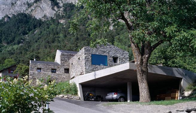 Una casa de piedra entre monta as for Fotos de casas de campo por dentro