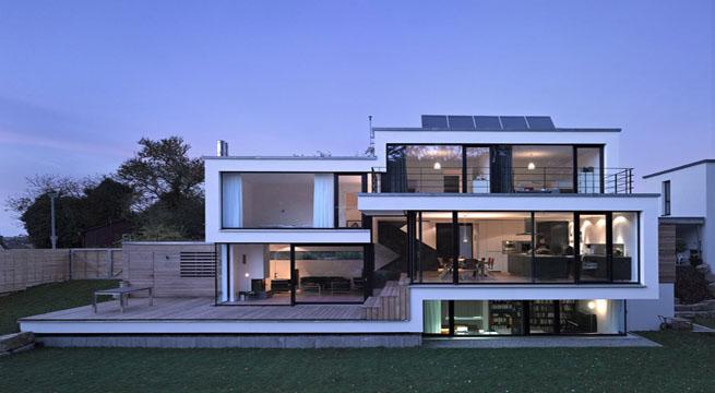 Casa contemporu00e1nea con fachada escalonada