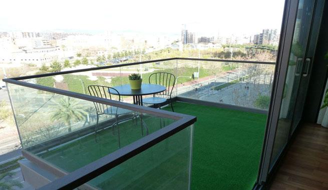 sobre estas lneas podis ver el balcn de un fantstico tico situado en diagonal mar un piso sexto con ochenta metros cuadrados y que se encuentra a