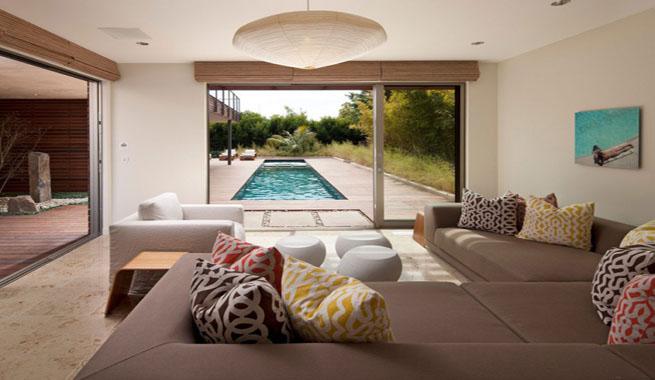 Casa ecologica montecito salon vistas piscina for Casas de lujo con jardin y piscina