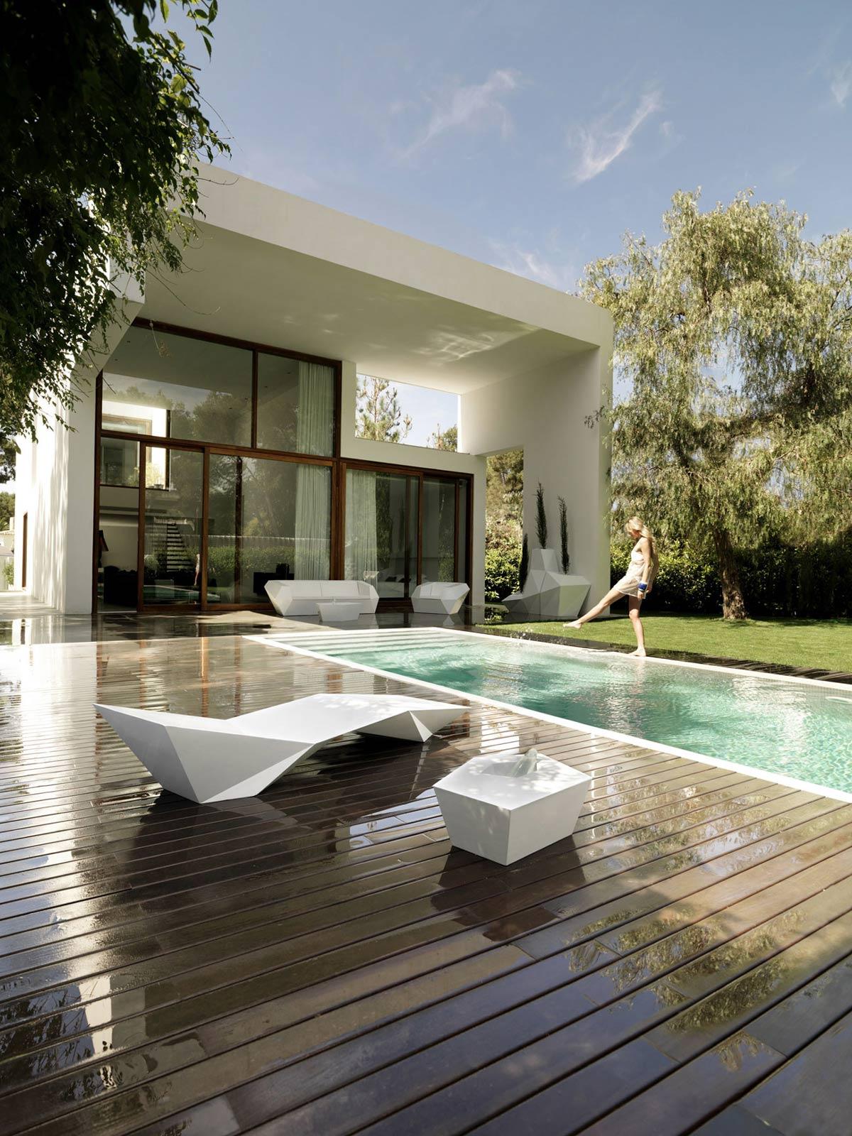 Casa rocafort piscina fachada y terraza for Casas de sofas en valencia