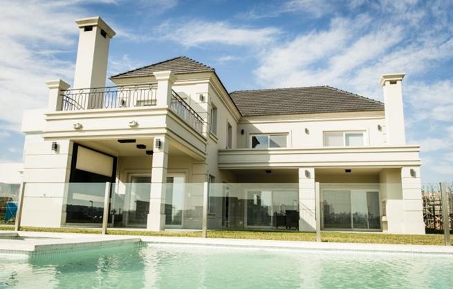 Casa cl sica de interior juvenil for Casas modernas clasicas