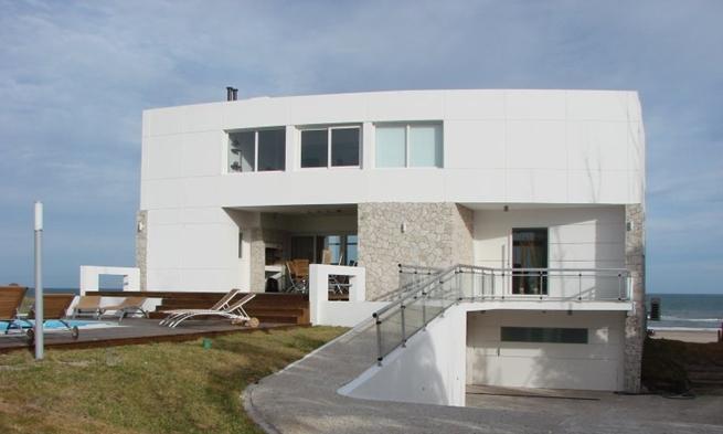 Casa con piscina en la playa 4 for Apartamentos con piscina y playa