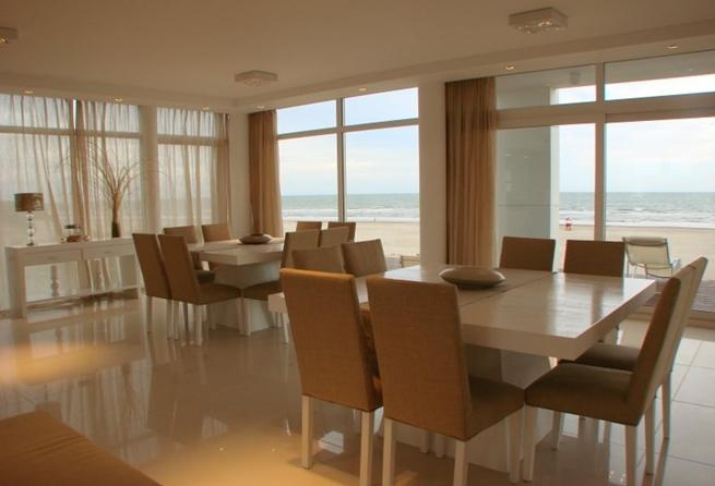 Casa con piscina en la playa 9 for Apartamentos con piscina y playa