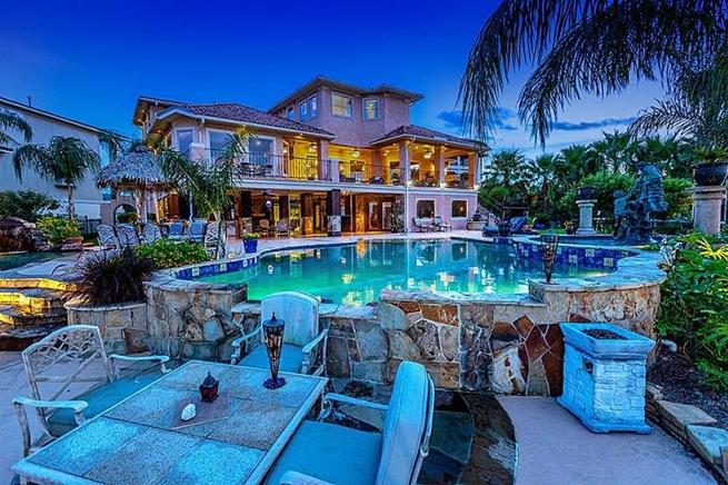 Decoarq arquitectura decorativa for Mansiones con piscina