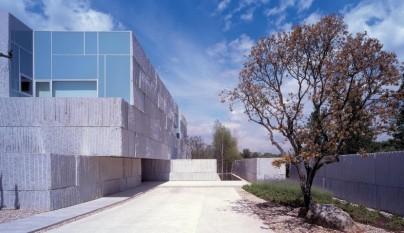Decoarq arquitectura decorativa - Casa rural con piscina cubierta ...