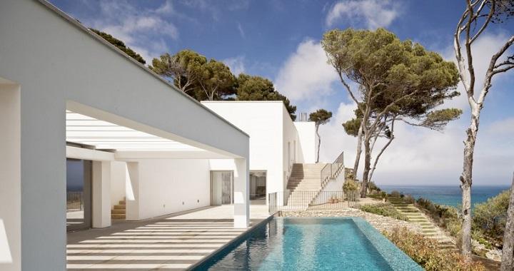 casa piscina desbordante Costa Brava