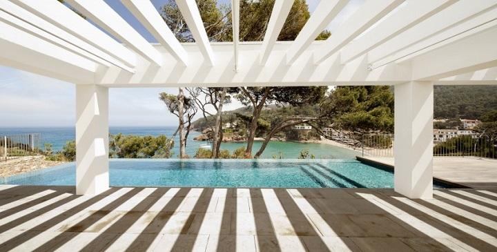 casa piscina desbordante Costa Brava1