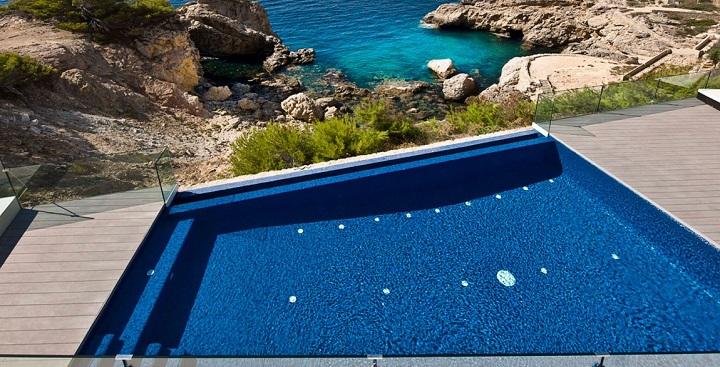 Espectacular casa con piscina en mallorca for Casas con piscina mallorca