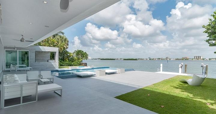 Casa de lujo frente al mar en florida for Casa moderna frente al mar