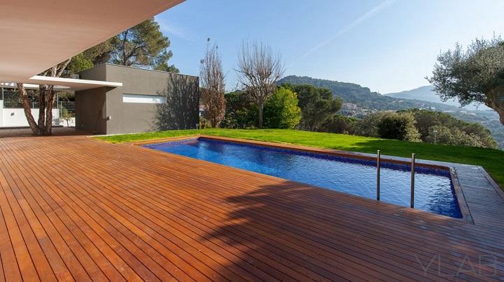 Decoarq arquitectura decorativa for Casas con piscina baratas barcelona